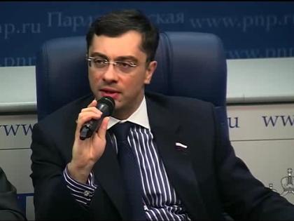 Владимир Гутенев с ноября 2012 года входит в состав Комиссии при президенте РФ по развитию авиации общего назначения