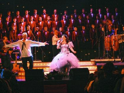 На концертах звезды – аншлаги, поклонники всегда рады услышать уникальный голос кумира