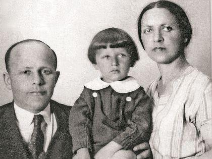 Игорь с папой Владимиром Ильичом и мамой Дорой Захаровной