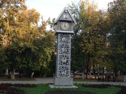 Часы с кукушкой на главной пешеходной улице Пензы