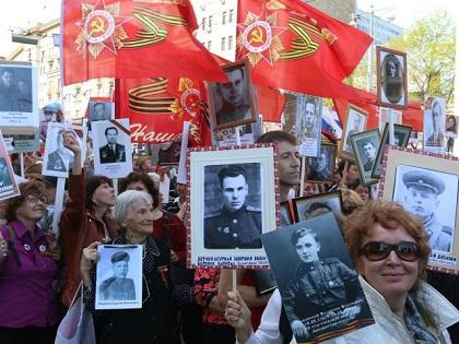 По данным столичного МВД, в акции «Бессмертный полк» на Красной площади 9 мая приняли участие около 500 тысяч человек