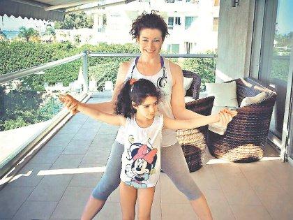 Дочь Ксюша рада, что мама играет мачеху