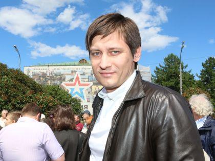 Одним из рядовых участников митинга был депутат Госдумы Дмитрий Гудков