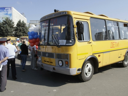 В Калининградской области в ДТП попали бетоновоз и школьный автобус