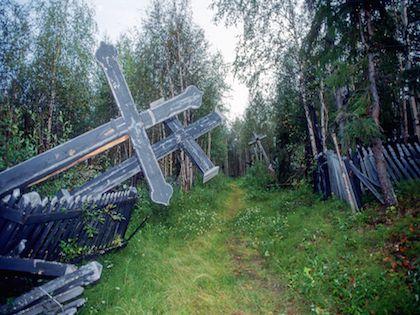 На новых кладбищах в Москвы планируют запретить оградки вокруг могил