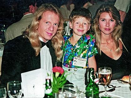 Крис Кельми с семьей