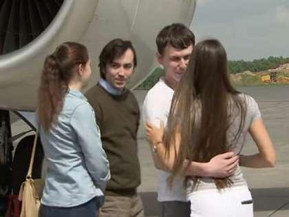 Ерофеева и Александра в Москве встретили супруги