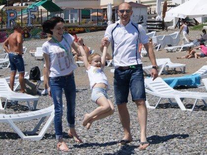 Максим и Светлана с младшей дочкой Машей в Сочи