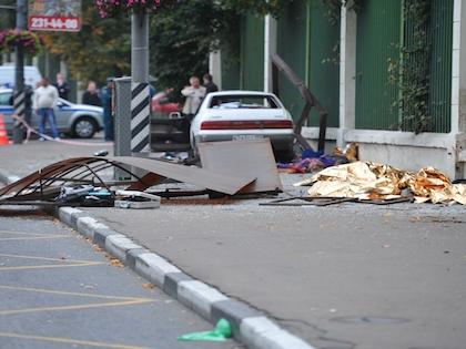 Водитель автомобиля Mazda совершил наезд на мачту городского освещения