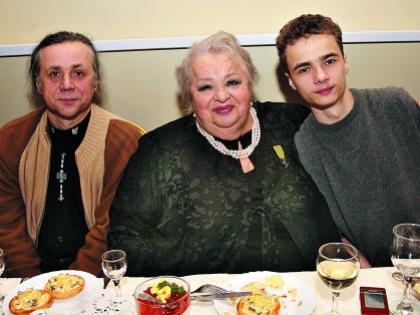Наталья Крачковская с сыном и внуком