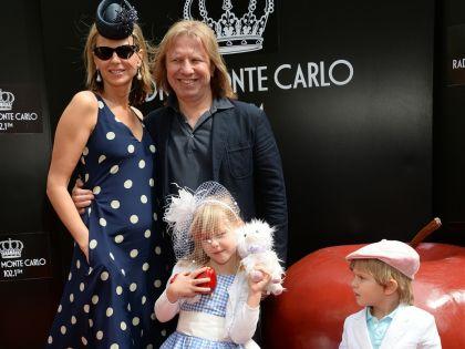Виктор Дробыш с женой и детьми