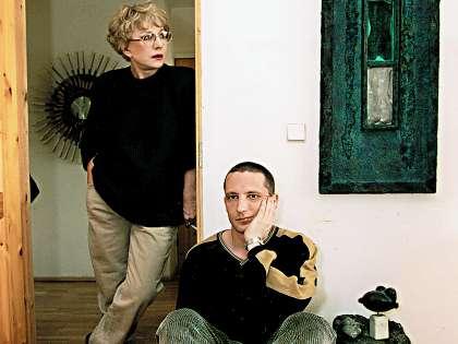 Единственный сын актрисы Владимир стал скульптором, его работы выставляются не только в России, но и в США