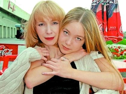Дарья Мороз не говорит о маме с журналистами