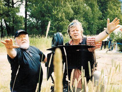 Сергей Астахов (справа) видит перспективу не только через объектив кинокамеры