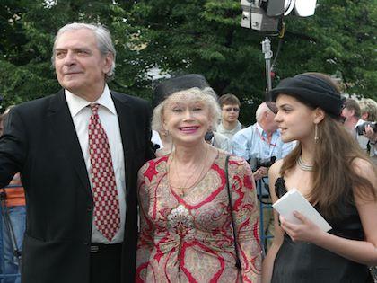 Александр Лебедев и Светлана Немоляева с внучкой Полиной