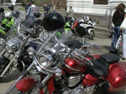В ДТП с оторванными у мотоциклиста ногами на Кутузовском пострадал автобус футболистов