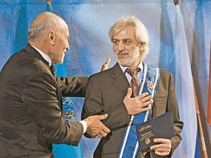 Телеведущий Николай Дроздов в 2006 году вручил певцу орден «Меценат России»