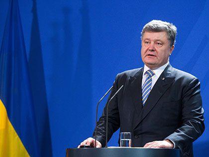 Президент Украины Петр Порошенко заявил, что 8 тысяч российских военных обостряют ситуацию на Донбассе