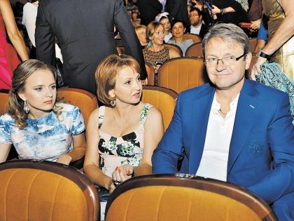 Александр Ткачев с женой и дочерью