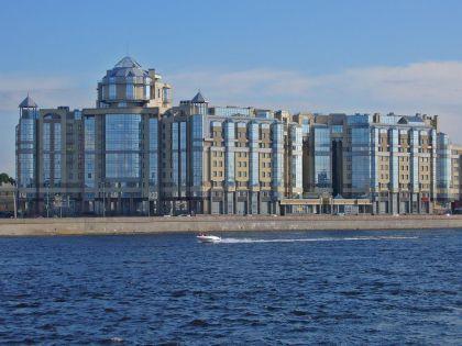 Один из самых престижных домов Северной столицы на набережной Робеспьера
