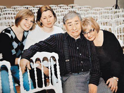 Михаил Светин в кругу семьи
