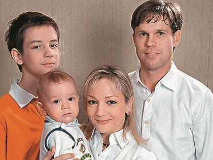 Татьяна Буланова с мужем и детьми