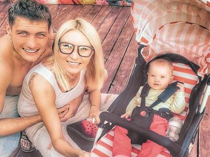 Элина Камирен с Александром Задойновым и дочерью Сашей