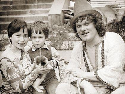 Юрий Дмитриевич с женой Еленой и сыном