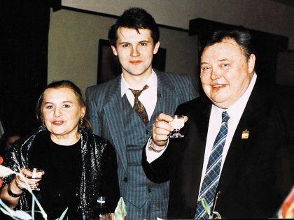 Нина Гуляева 45 лет прожила в браке с Вячеславом Михайловичем. В 1965 году у них родился сын, его назвали в честь отца