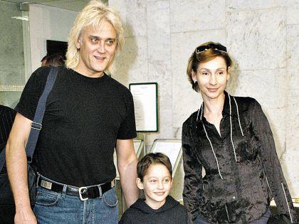 Певец с супругой Натальей и сыном Артемом