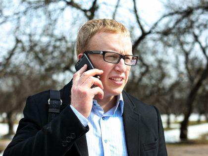 Вы можете забить номер одного, своего риелтора и отвечать только на его звонки, а остальных игнорировать