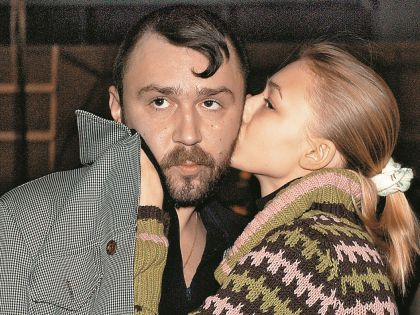 Первый мужчина, с которым будущая звезда познакомила маму – лидер группы «Ленинград» Сергей Шнуров