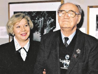 Евгений Халдей с дочерью Анной
