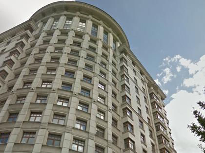 В этом доме находится квартира Фрадкова