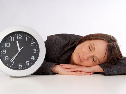 Правильное количество сна защищает жертв гипертонии от инсульта