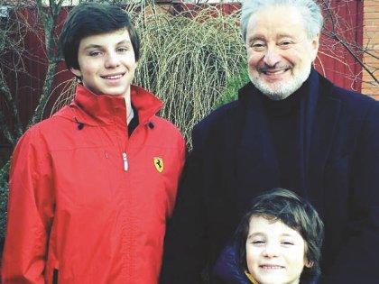 Вениамин Борисович с внуками Макаром и Артемом