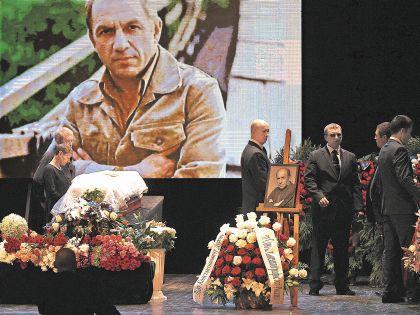 24 августа после прощания в Театре на Малой Бронной его похоронили в Москве на Новодевичьем кладбище