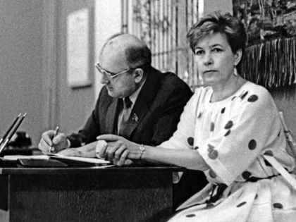 С женой Раисой Горбачевой (1970-е годы)