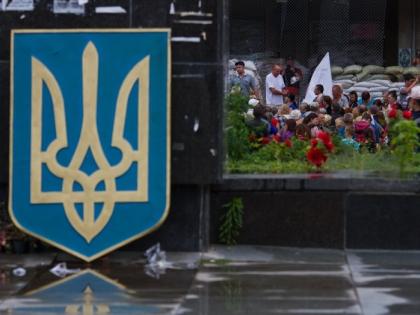 Герб Украины на улице Киева