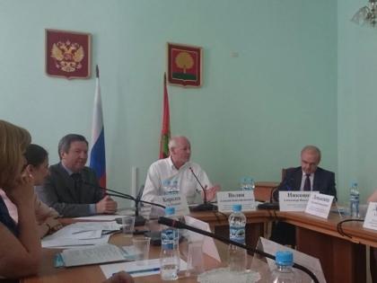 Замминистра связи Алексей Волин и губернатор Липецкой области Олег Королев