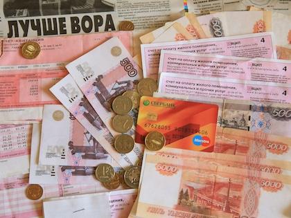 Официальный курс евро на четверг, 15 января, вырос на 1,19 рубля до 77,96 рубля. Доллар составил 66,09 рублей, подорожав на 1,26 рубля