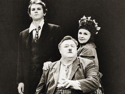 Спектакль «Блаженный остров». Вячеслав Михайлович на сцене МХАТа с женой и сыном