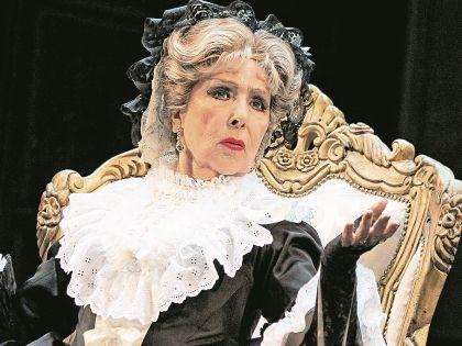 Вера Васильева продолжает активно работать в театре