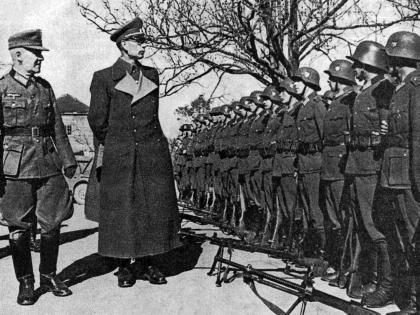 Генерал Власов проводит смотр войск РОА (1944 г.)
