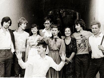 Молодой Пенкин со своими одногруппниками из Пензенского музыкального училища