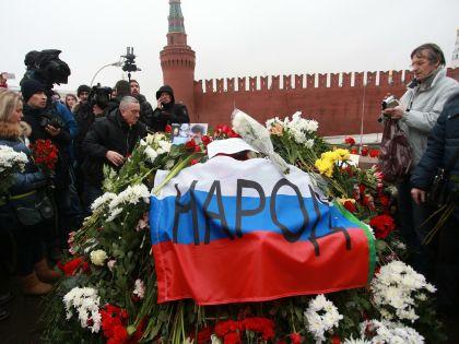 Немцов был очень обаятельным, очень весёлым человеком, вспоминает поэт