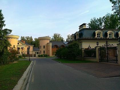"""Дом в коттеджном поселке """"Сады Майендорф"""""""