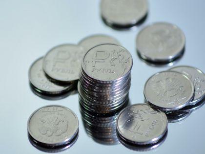 Наш тренд, по словам эксперта, - это долговременное ослабление рубля