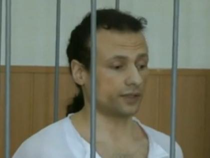 Илья Фарбер за решёткой в зале суда. Стоп-кадр Первого канала
