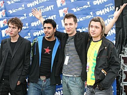 Первой ее любовью в Москве стал Алексей Кабанов из группы «Корни» (на фото справа)